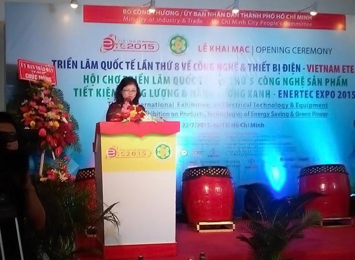 Bà Phan Thị Minh phát biểu tại buổi lễ